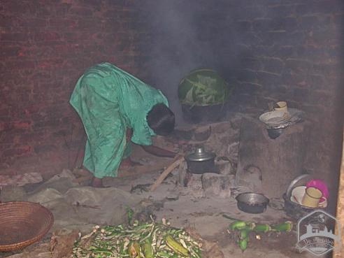 4-Steamingthebananasinbananaleaves