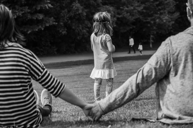 Los peligros de ser una madre o padre presente pero ausente