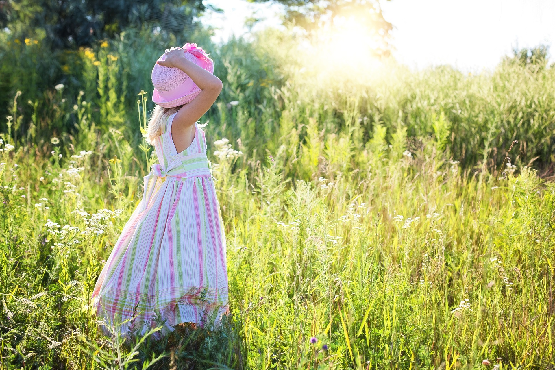 little-girl-2516582_1920