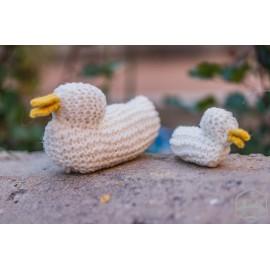 pareja de patos de lana tejidos a mano waldorf