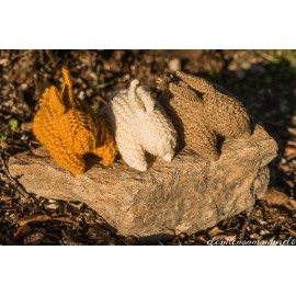 pareja de conejos de lana tejidos a mano waldorf